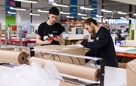 Inpakafdeling van Studentendrukwerk ,een drukkerij uit Groningen.