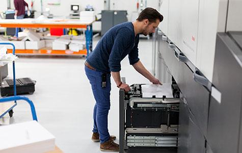 Digitale drukpers van Studentendrukwerk, een Groningse drukkerij.